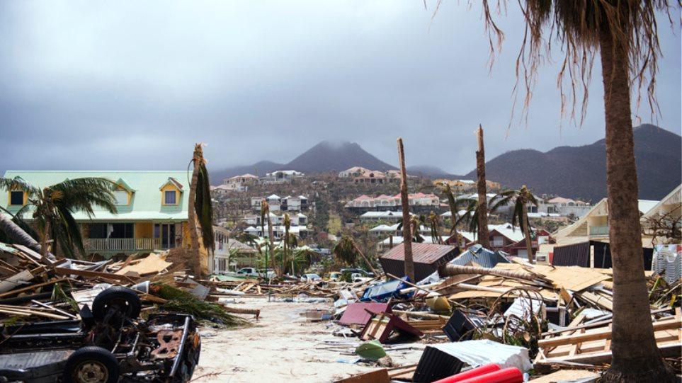 Ο τυφώνας Ίρμα φτάνει αναβαθμισμένος στη Φλόριντα - Οι ΗΠΑ προσεύχονται