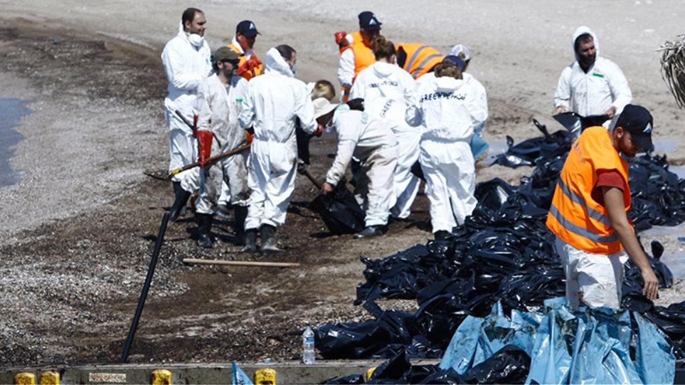 Τεράστιες οι συνέπειες από την πετρελαιοκηλίδα: Έως τα 500 εκατ. ευρώ οι απώλειες
