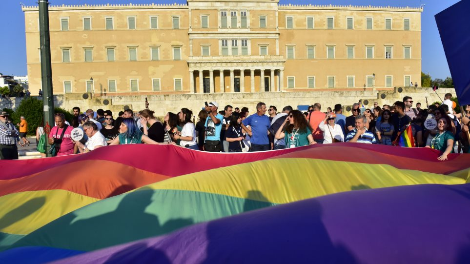 Αλλαγή φύλου σε πέντε λεπτά και με μια αίτηση: Στη Βουλή το νομοσχέδιο