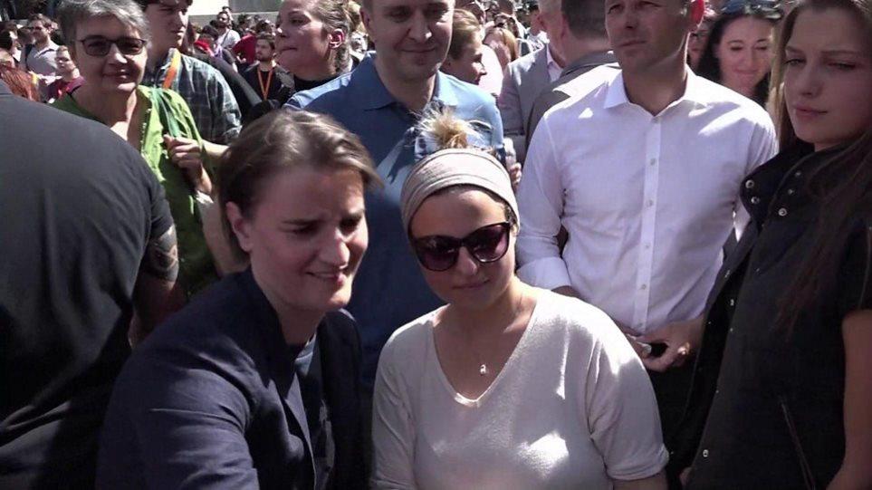 Η Σέρβα Άνα Μπράνμπιτς η πρώτη πρωθυπουργός των Βαλκανίων που πηγαίνει σε gay pride