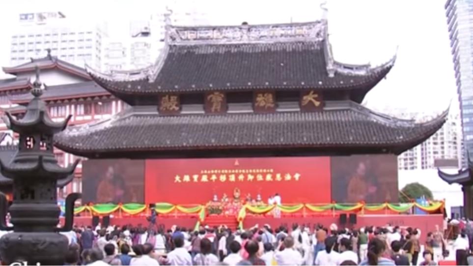 Κίνα: Μετακίνησαν ολόκληρο ναό... για να χωράει περισσότερο κοσμο!