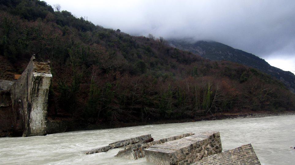 Με βήμα σημειωτόν η αποκατάσταση για το ιστορικό γεφύρι της Πλάκας