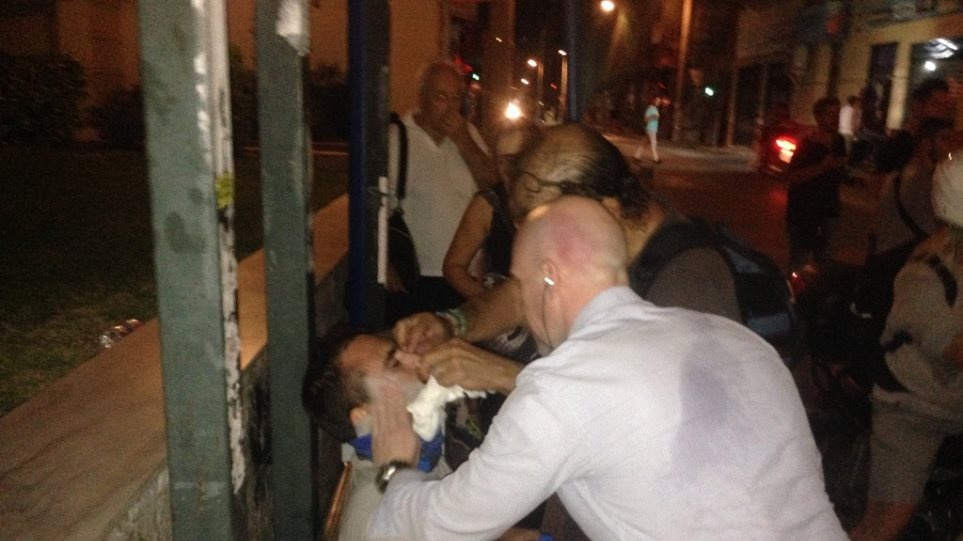 Δραπετσώνα: Επίθεση κουκουλοφόρων σε συνεργείο του ΑΝΤ1 - Χτύπησαν δημοσιογράφο και οπερατέρ