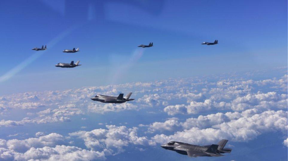 Αμερικανικά βομβαρδιστικά κάνουν άσκηση στην Κορεατική χερσόνησο