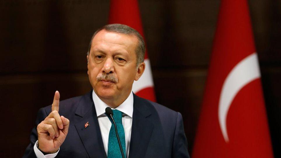 Φρικτά παράπονα Ερντογάν για τον Τραμπ: Δίνει δωρεάν όπλα σε Κούρδους τρομοκράτες