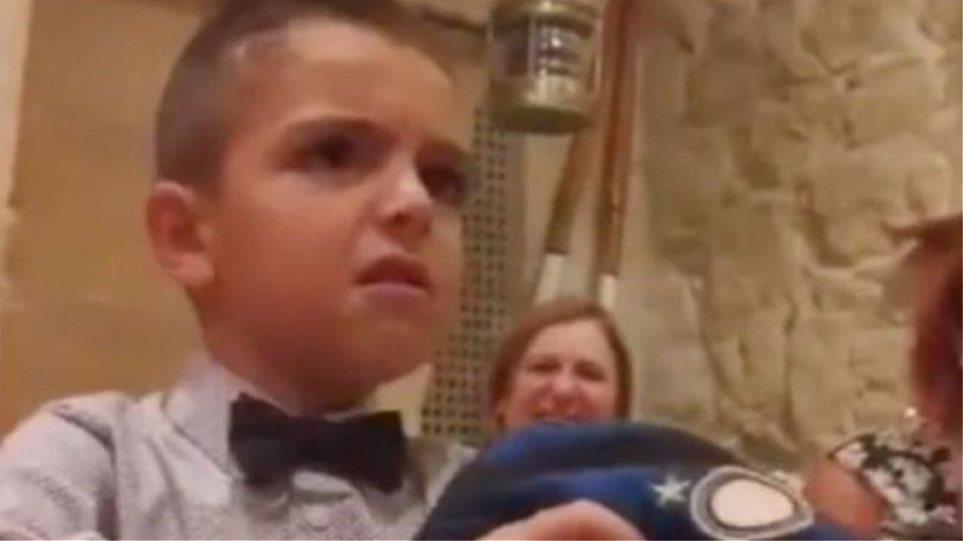 Βίντεο: Η απίστευτη αντίδραση του μικρού φίλου της Γιουβέντους που του έκαναν δώρο μπλούζα της Ίντερ
