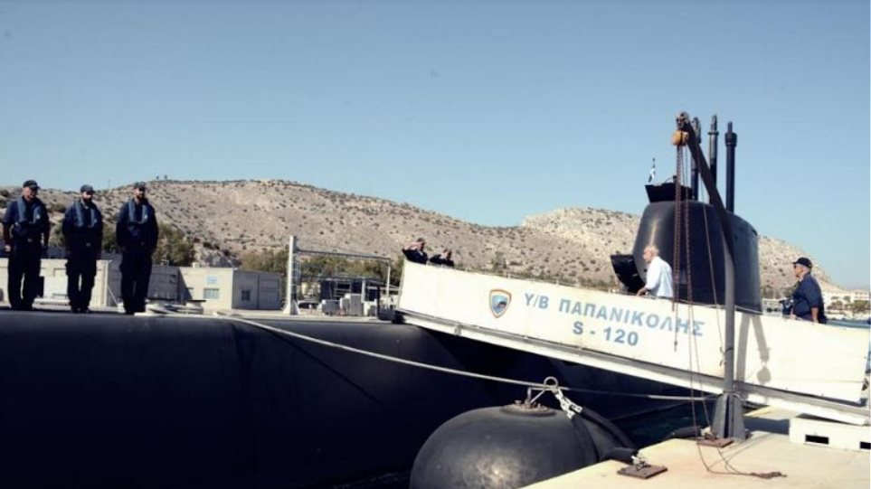Φωτογραφίες: Άσκηση βολής στο υποβρύχιο Παπανικολής, παρουσία Βίτσα