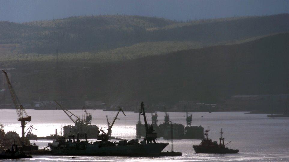 Εντολή Πούτιν: «Τέλος» στις συναλλαγές με δολάρια στα ρωσικά λιμάνια