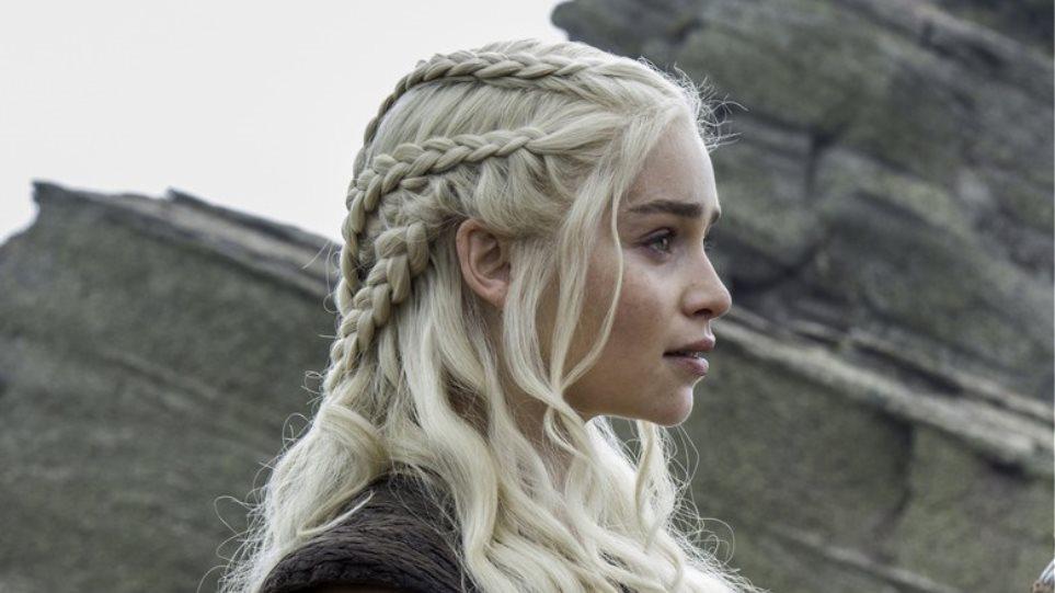Η Emilia Clarke έπαθε... Khaleesi