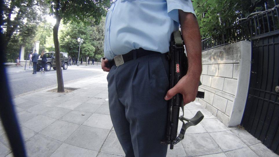 Δύο αστυνομικοί στη σπείρα που λήστεψε Σύρο κοσμηματοπώλη στην Αττική Οδό