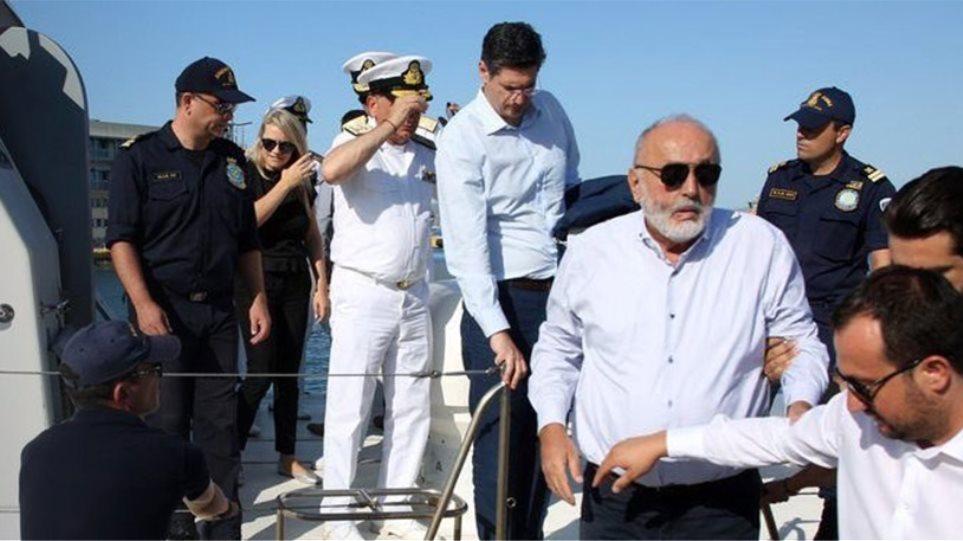 Κουρουμπλής: Ζητήσαμε βοήθεια την Τρίτη, γιατί την Κυριακή η πετρελαιοκηλίδα ήταν στη Σαλαμίνα