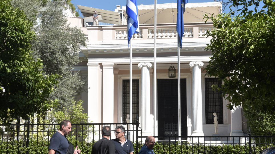 Πολυτραυματίας η κυβέρνηση: Σαρωνικός, ρήγμα με ΑΝΕΛ και συζήτηση για νέα μέτρα!