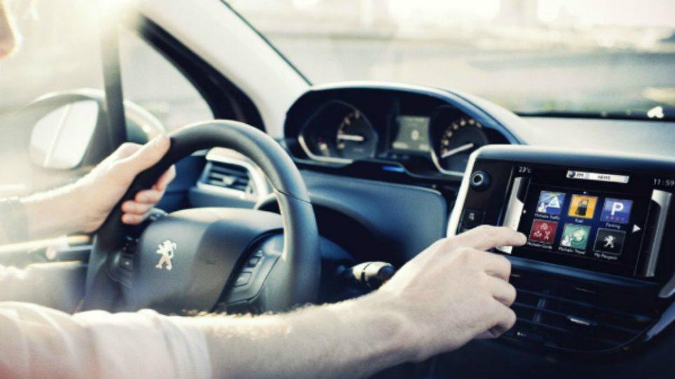 Το Peugeot 208 Connect σας «συνδέει» παντού