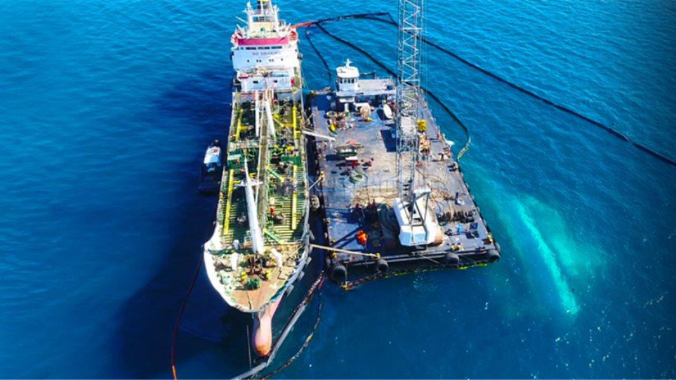Όλο και πιο σκοτεινή ιστορία η πετρελαιοκηλίδα και τα δεξαμενόπλοια στο Σαρωνικό