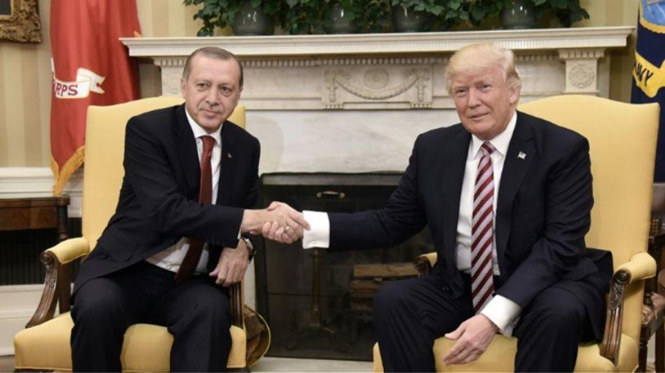 Ο Τραμπ βλέπει τον Ερντογάν, λέει ξανά όχι στο κουρδικό δημοψήφισμα