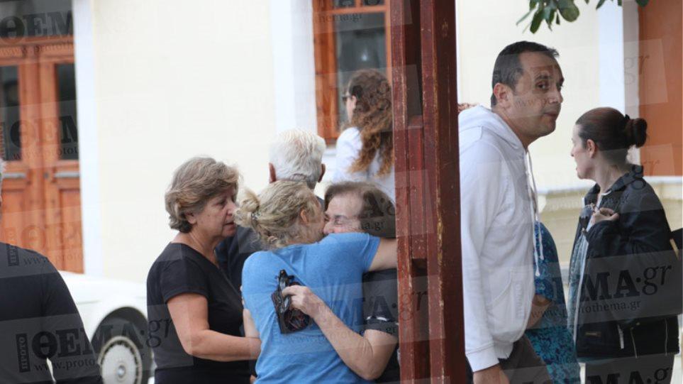 Φωτογραφίες: Τα δάκρυα χαράς της μητέρας του Λεμπιδάκη μετά την απελευθέρωσή του