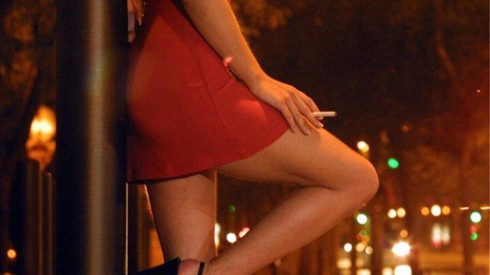 Μαστροπός εξωθούσε 30χρονη Ρωσίδα στην πορνεία