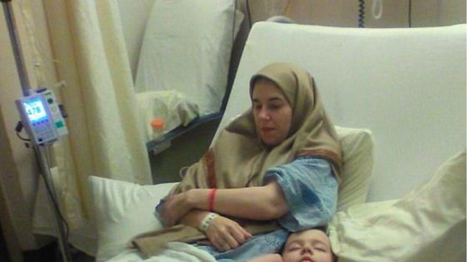 Η Αμερικανίδα που έμεινε αιχμάλωτη των Ταλιμπάν πέντε χρόνια έλυσε τη σιωπή της