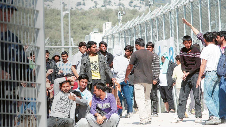 Guardian: Άθλιες οι συνθήκες στα νησιά για τους πρόσφυγες