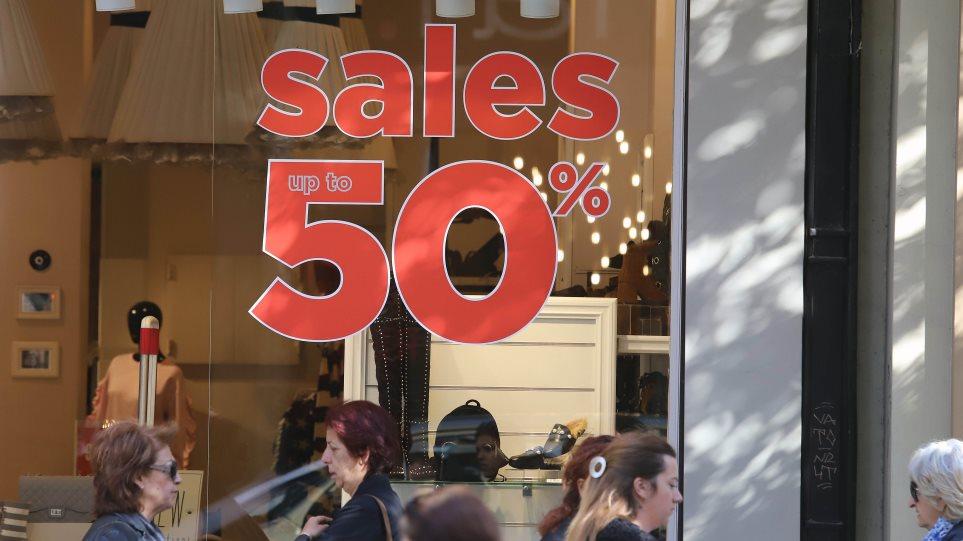 ea30310ab0c ΕΣΕΕ: Ένα στα δύο καταστήματα είχε μικρότερες πωλήσεις στις φετινές ενδιάμεσες  εκπτώσεις