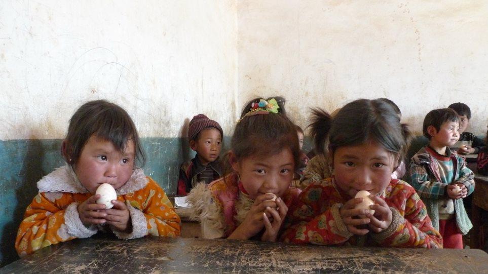 Κίνα  «Ανάδοχοι γονείς» προσφέρουν αγάπη σε εγκαταλελειμμένα και με ειδικές  ανάγκες παιδιά f02705fbc1a