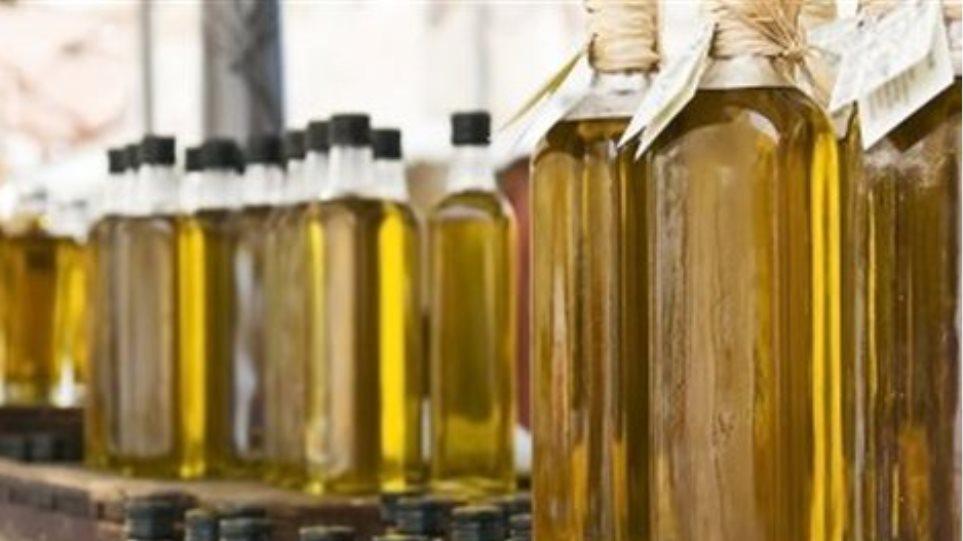 Λάρισα: Εγκληματική οργάνωση χρωμάτιζε ηλιέλαιο και το πουλούσε για ελαιόλαδο!
