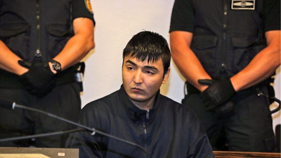 Νέα ανατροπή για τον Αφγανό που δολοφόνησε τη Γερμανίδα φοιτήτρια: Είναι 33 λέει ο πατέρας του