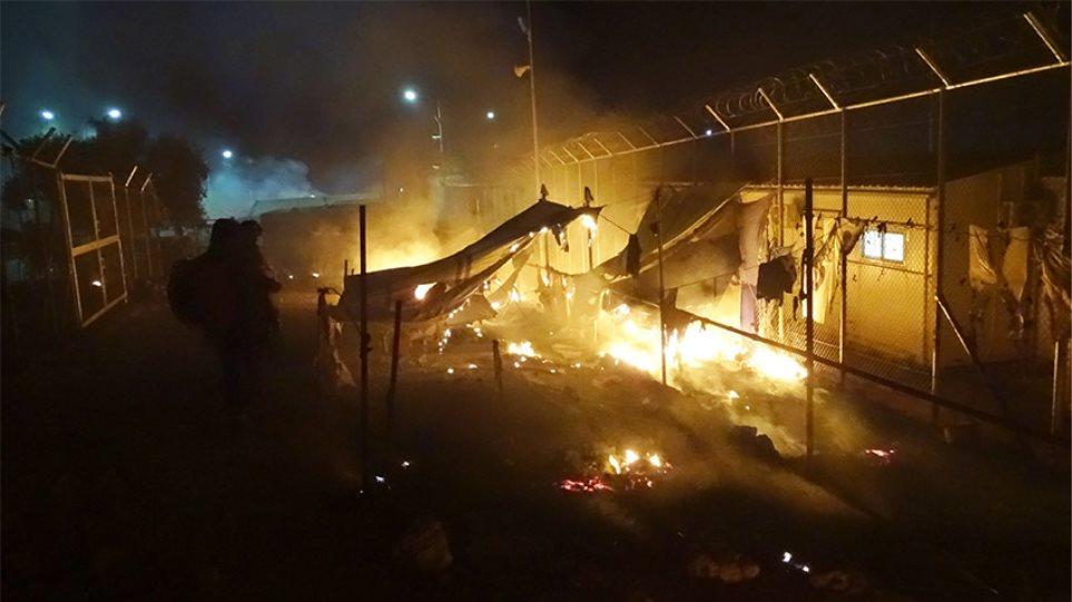 Επί έξι ώρες «μαινόταν ο πόλεμος» μεταξύ των μεταναστών στη Μόρια