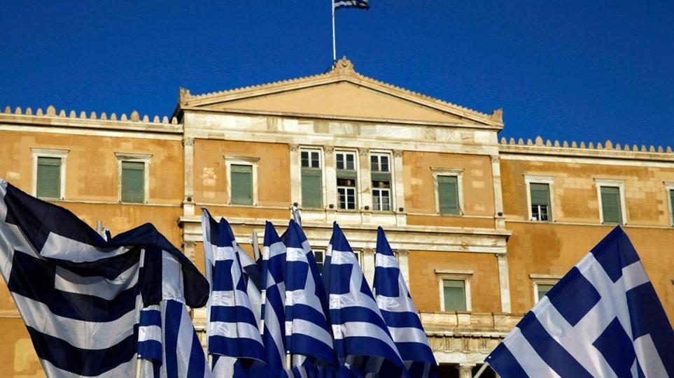 Reuters: Μειώθηκε ελαφρά το χρέος της Ελλάδας