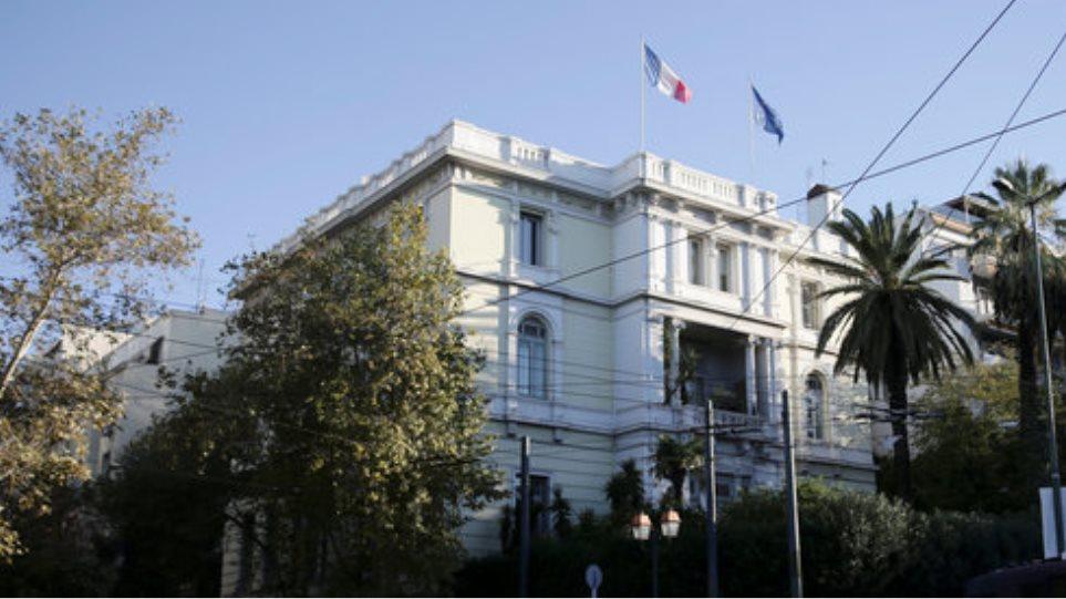 «Ρουβίκωνας»: Επίθεση με μπογιές στη γαλλική πρεσβεία