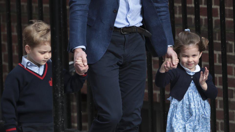 Sold out το φόρεμα που έβαλε η πριγκίπισσα Σάρλοτ για να επισκεφθεί το νέο  βασιλικό μωρό 6e5f79b2ad4