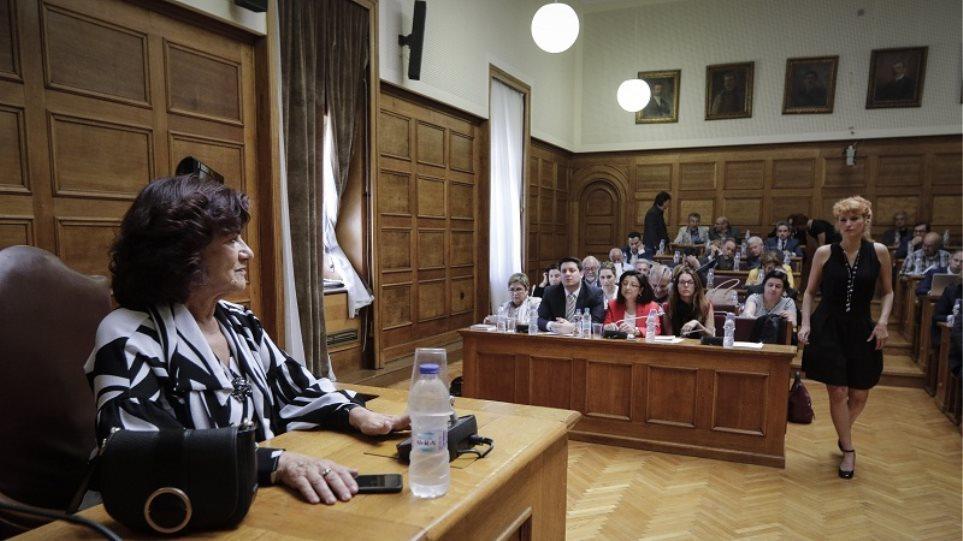 Βουλή: Με ψήφους από ΣΥΡΙΖΑ και Ποτάμι πάει στην Ολομέλεια η αναδοχή από ομόφυλα ζευγάρια