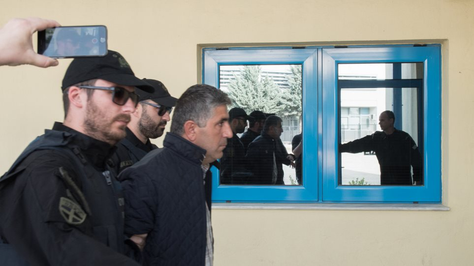 Der Standard: Πολιτικό μήνυμα για υποχώρηση της Άγκυρας στο θέμα των «2» η άμεση απελευθέρωση του Τούρκου εργάτη