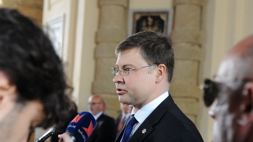 Ντομπρόβσκις: Συνεχίστε τις μεταρρυθμίσεις, ευαίσθητη άσκηση η επιστροφή στις αγορές