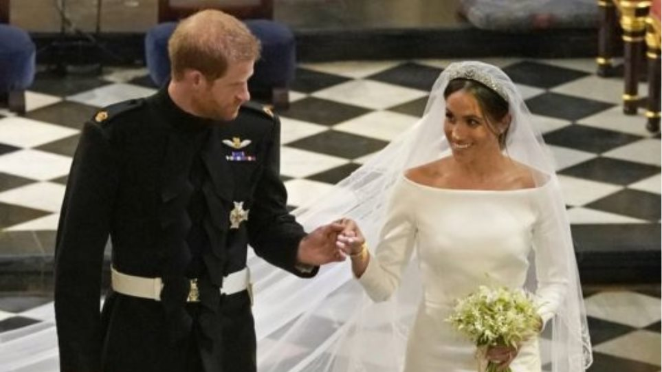 hbz-prince-harry-meghan-markle-wedding-ceremony-gettyimages-960132524-1526754739-527x374