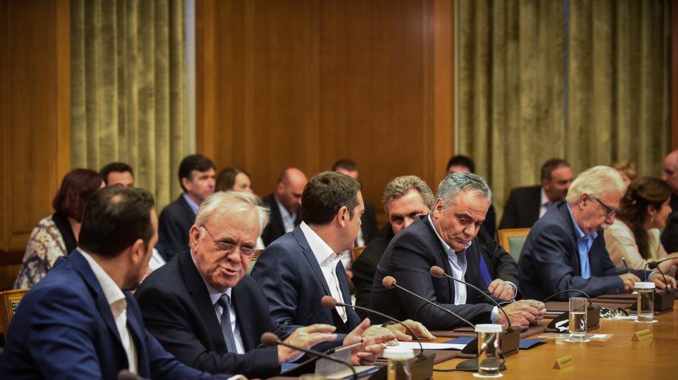 Όλα τα σενάρια για την πρόταση μομφής: Οι σχεδιασμοί του Μαξίμου για να διασωθεί η κυβερνητική συνοχή