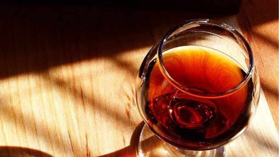 16χρονος μαθητής στο Βόλο μεταφέρθηκε μεθυσμένος στο νοσοκομείο!