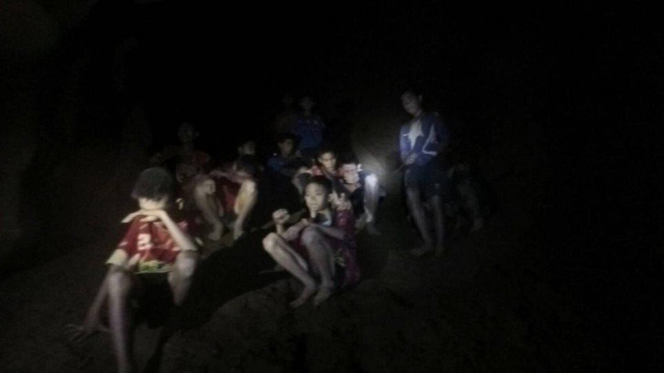 Ταϊλάνδη: Τα παιδιά πρέπει να μάθουν κατάδυση ή να περιμένουν να τελειώσει η εποχή των μουσώνων!