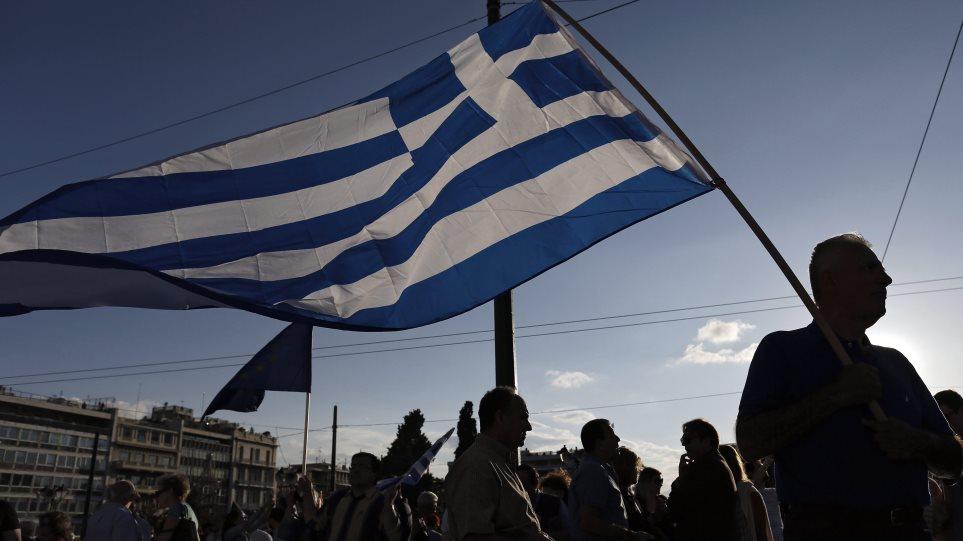 Bloomberg: Ο Τσίπρας έχει δρόμο μέχρι να ανακτήσει την εμπιστοσύνη των πιστωτών