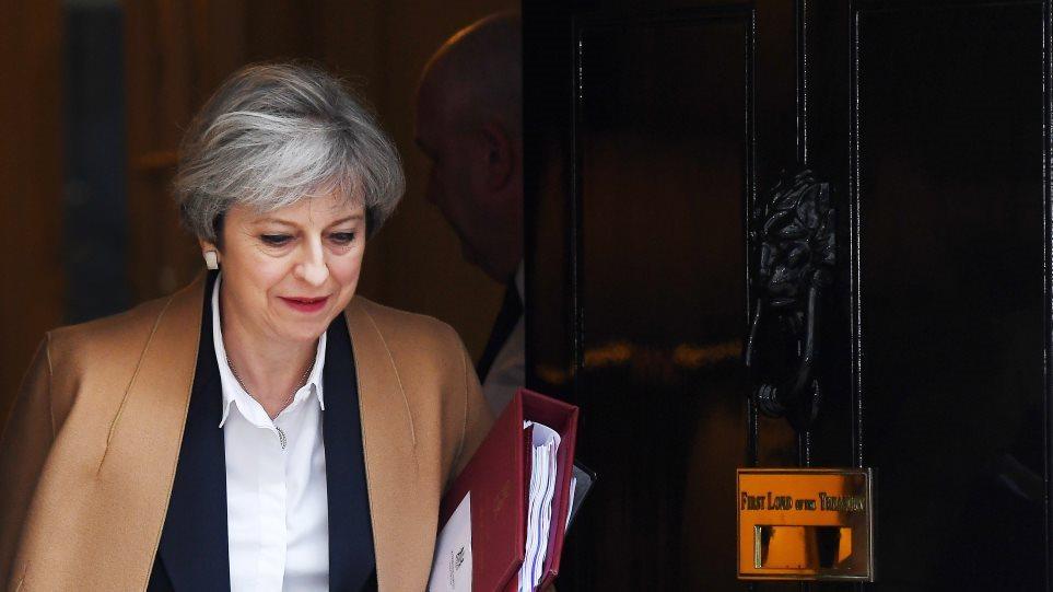 Η Τερέζα Μέι προειδοποιεί τους Συντηρητικούς: Αν εμποδίσετε το σχέδιό μου μπορεί να μην έχουμε Brexit