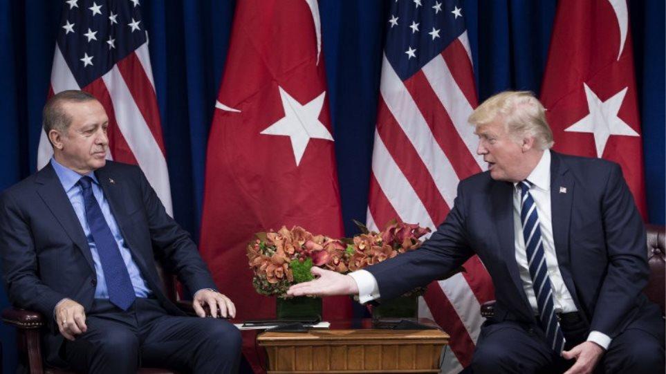 Την απελευθέρωση του αμερικανού πάστορα απαιτεί από τον Ερντογάν ο Τραμπ