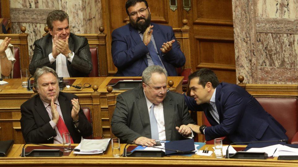 Politico: Οι Ευρωπαίοι Σοσιαλιστές θα βοηθήσουν τον Τσίπρα για τη συμφωνία με την ΠΓΔΜ