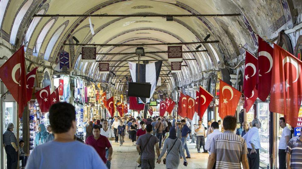 Bloomberg: Κίνδυνος να τεθεί εκτός ελέγχου η οικονομία της Τουρκίας