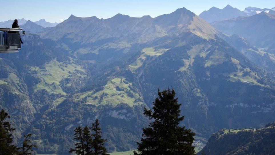 Ελβετία: Αρκετοί νεκροί μετά από συντριβή μικρού αεροσκάφους σε δάσος