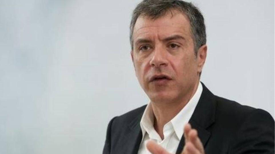 Θεοδωράκης για Μαξίμου: Πνιγμένοι στο ψέμα αναζητούν συμμάχους
