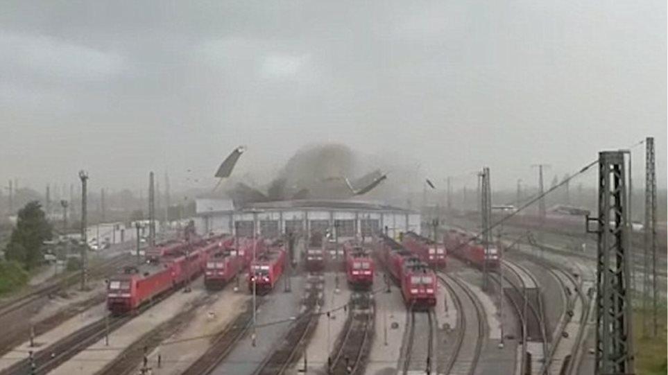 Βίντεο: Ο άνεμος ξηλώνει την οροφή σιδηροδρομικού σταθμού στη Γερμανία