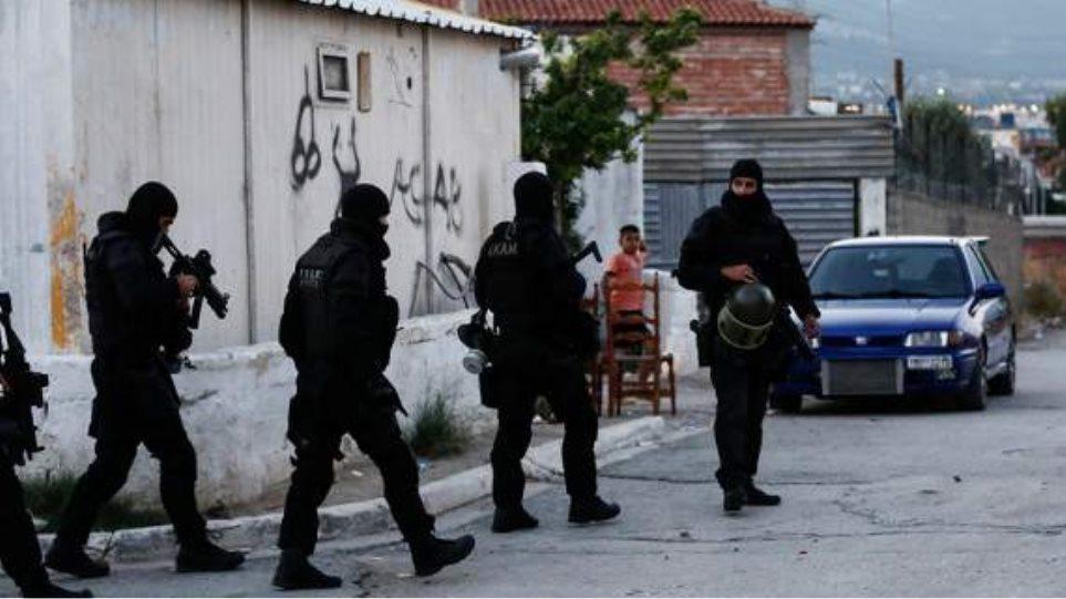Άγρια δολοφονία στο Αιγάλεω: Ρομά πυροβόλησε και σκότωσε τον γιο του