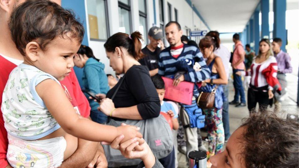Η «μεγάλη φυγή» των Βενεζουελανών δοκιμάζει τη Λατινική Αμερική - Το 7,5% των πολιτών εγκατέλειψαν ήδη τη χώρα!