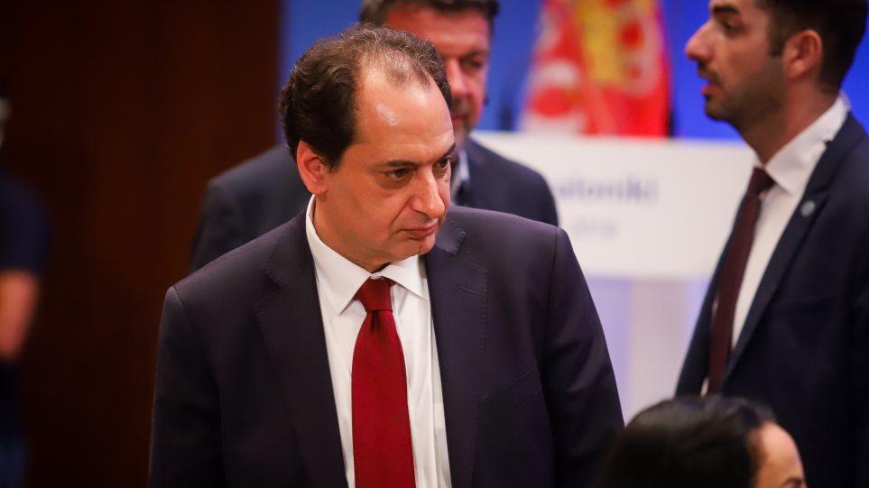 Ο υπουργός Υποδομών δεν θέτει όρους για τον ανασχηματισμό, λένε οι συνεργάτες του