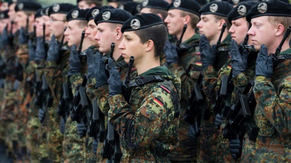 Η Μέρκελ απέρριψε την επαναφορά της υποχρεωτικής στράτευσης στη Γερμανία